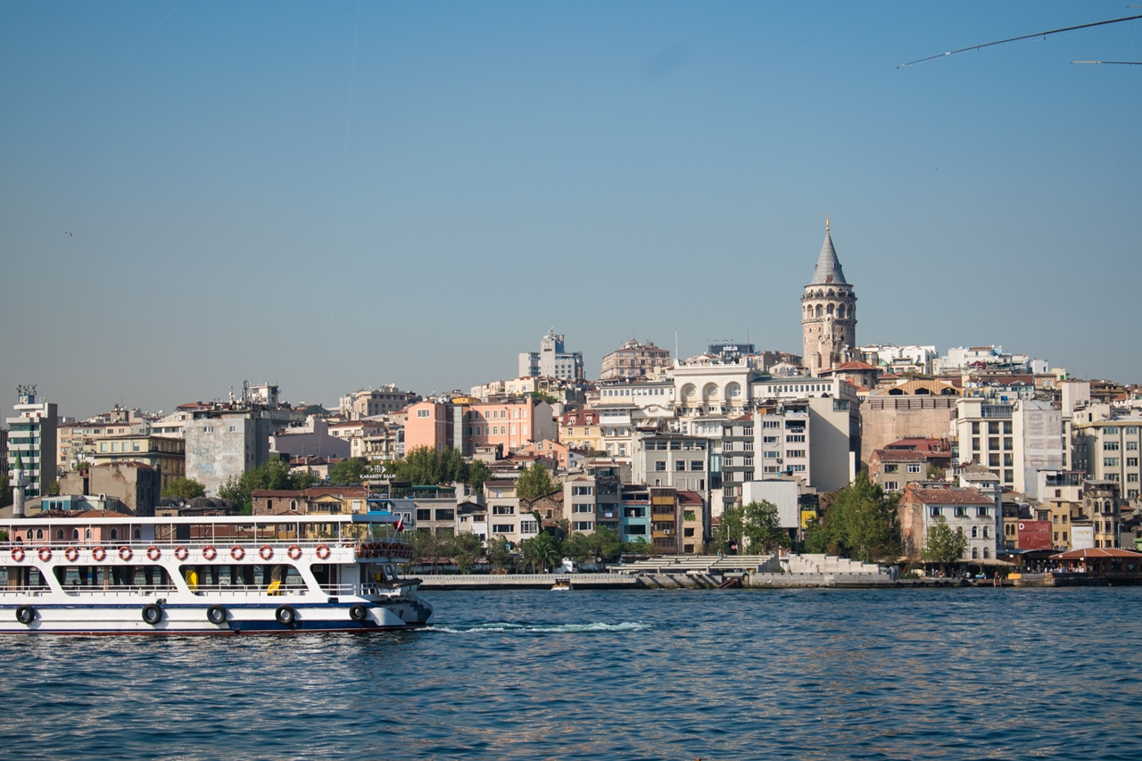 Galata_Tower_ferry_view_Istanbul